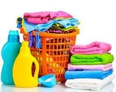 Как стирать вещи вручную: как правильно и чем обрабатывать белье и одежду при стирке руками, отжимать или нет, как сушить?